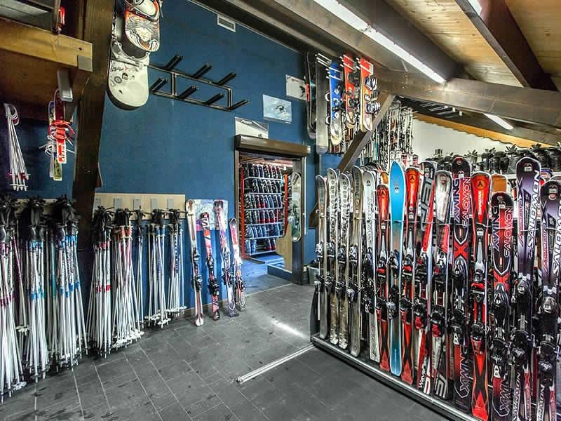 Verleihshop AU SCHUSS, 29-32 Route de la Moussiere d'En Haut in Saint Jean d'Aulps