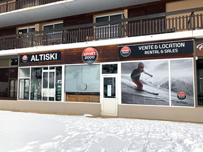 Ski hire shop ALTISKI Aurouze, Superdévoluy in Batiment du Bois d'Aurouze