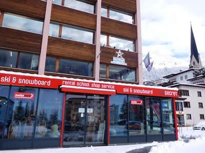 Verleihshop Top Secret Ski & Snowboard Company, Davos-Platz in Brämabüelstrasse 11, Talstation Jakobshornbahn