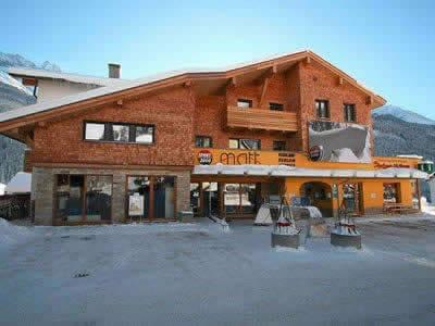 Magasin de location de ski SPORT 2000 Matt, Pettneu à Dorf 150