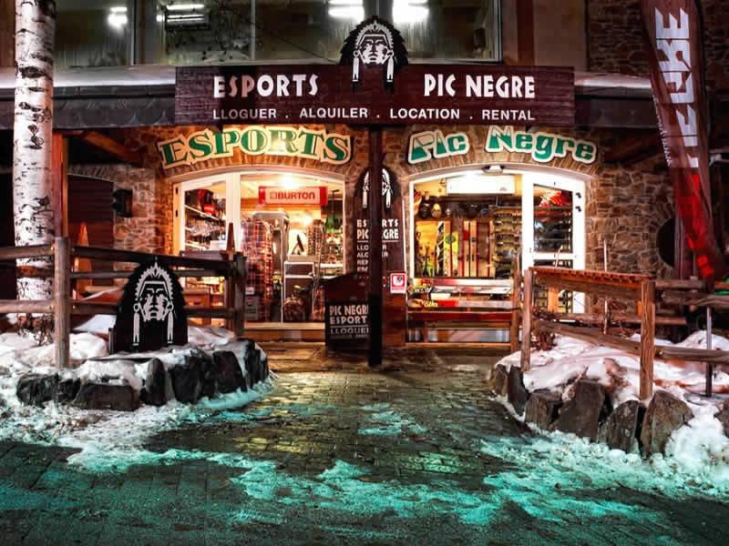 Verleihshop Pic Negre IV, Hotel Llop Gris (Salida Estación) in El Tarter