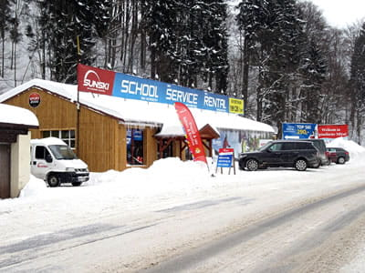 Verleihshop Sun ski & board school, Spindleruv Mlyn in Hromovka (Gegenüber Talstation Sessellift)