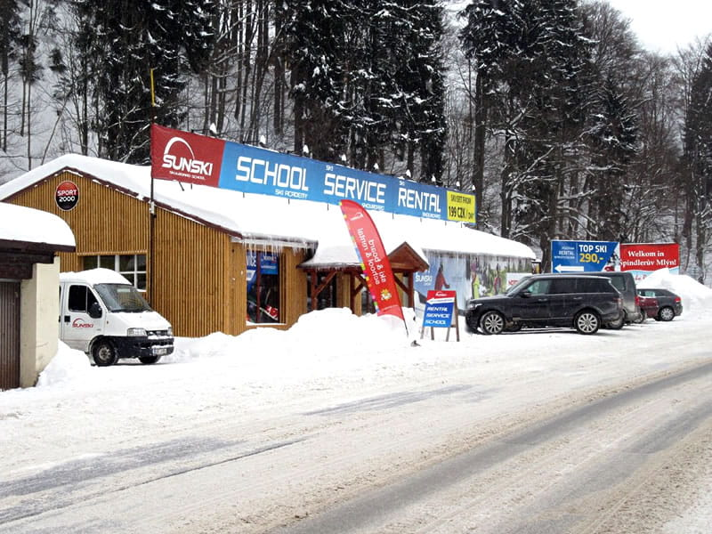 Verleihshop Sun ski & board school, Hromovka (Gegenüber Talstation Sessellift) in Spindleruv Mlyn