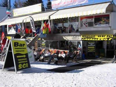 Verleihshop Noleggio Sci Cavallero, Marilleva 1400 in International Bar - Marilleva 1400