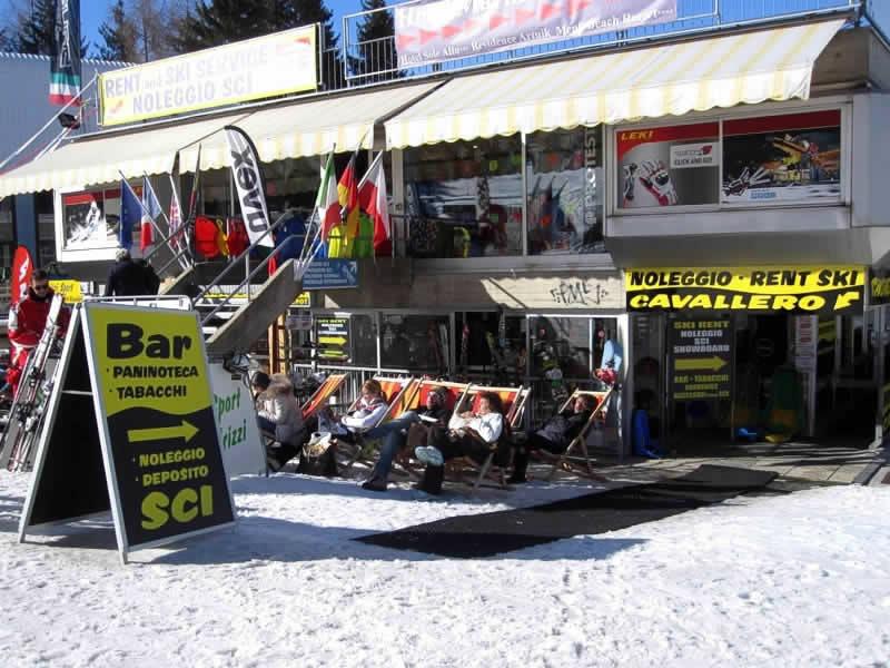 Verleihshop Noleggio Sci Cavallero, International Bar - Marilleva 1400 in Marilleva 900