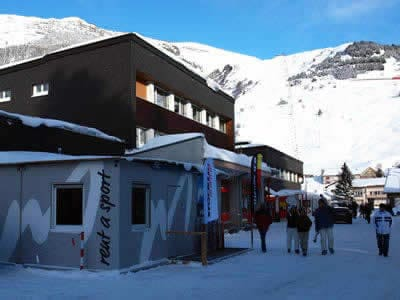 Verleihshop Meyer's Sporthaus, Andermatt in Mietcenter am Bahnhof