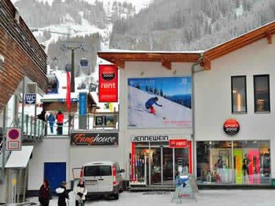 Verleihshop SPORT 2000 Jennewein Nasserein, St. Anton am Arlberg in Nassereinerstrasse 6 [Talstation Nassereinbahn]