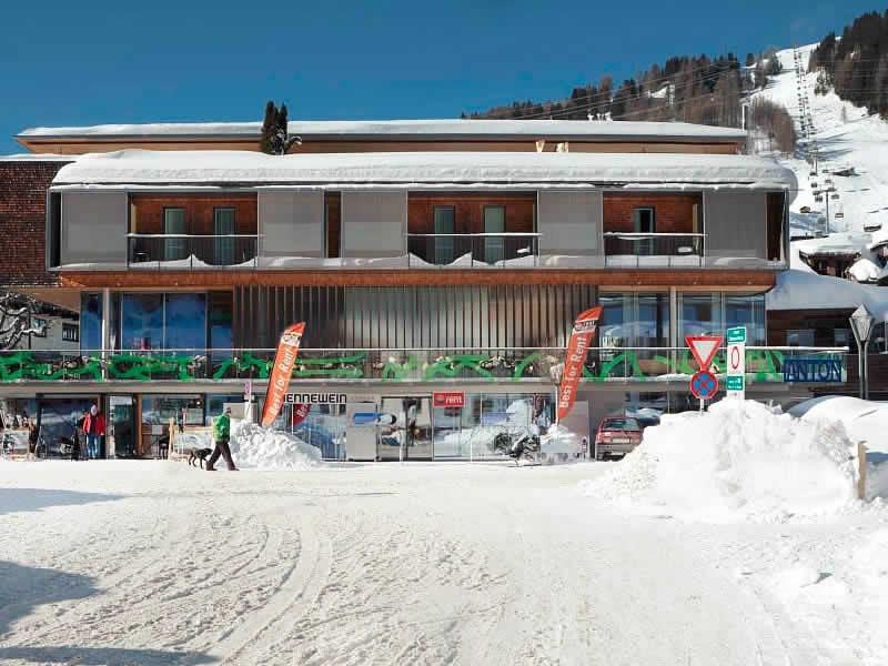Verleihshop SPORT 2000 Jennewein Dorf, Neben Galzigbahn Talstation im Hotel Anton in St. Anton am Arlberg