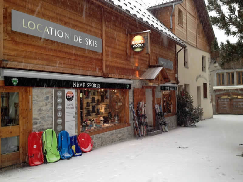 Verleihshop NEVE SPORTS, Place de la mairie in Ceillac