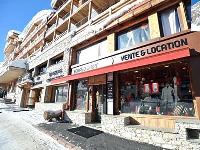 Verleihshop BORASO SPORT, Val d Isere in Place des Dolomites