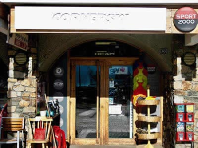 Verleihshop CORNERSKI, Alpe d'Huez in Place du Cognet - Immeuble le Karen