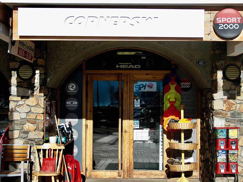 Verleihshop CORNERSKI, Place du Cognet - Immeuble le Karen in Alpe d'Huez