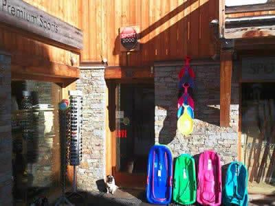 Ski hire shop PREMIUM SPORT, Alpe d'Huez in Route d'Huez [Viel Alpe]