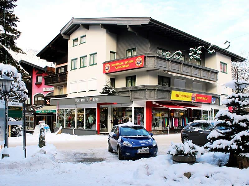 Verleihshop SPORT 2000 Ruetz, Schulgasse 1 in Westendorf