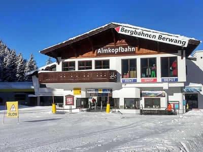 Verleihshop Hofherr Sport, Bichlbach in Talstation Almkopfbahn
