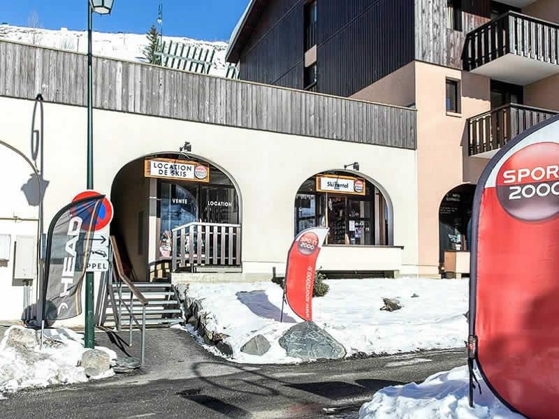 Verleihshop SKI SERVICE, ZAC Reberty - Quartier des Fontanettes - Immeuble Argousier in Les Menuires